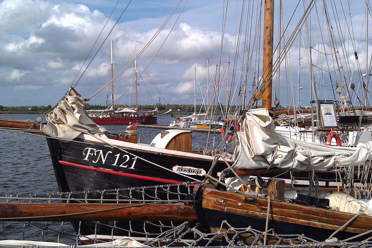 Der Haikutter Hansine während der HanseSail 2014 in Rostock