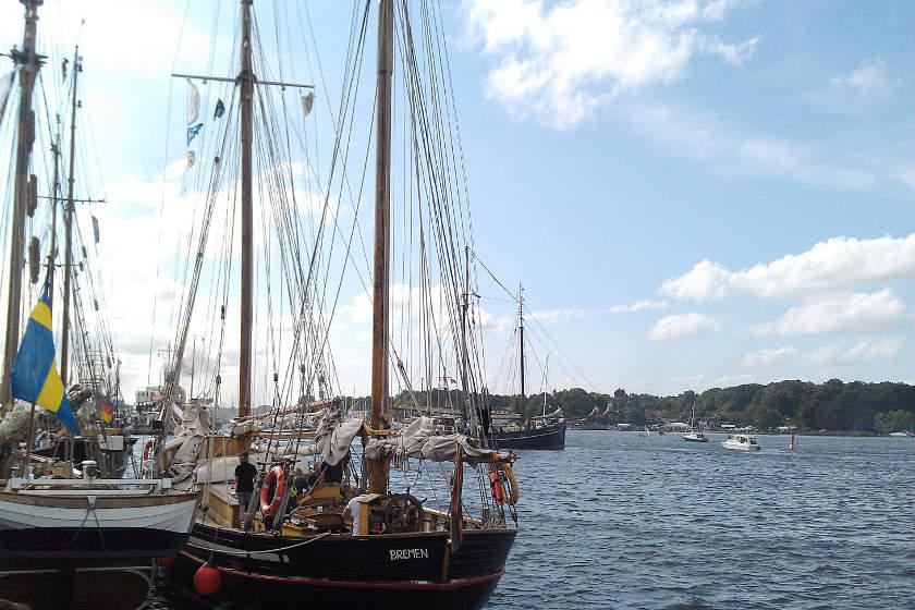 Die Hansine im Pack liegend in Rostock zur HanseSail