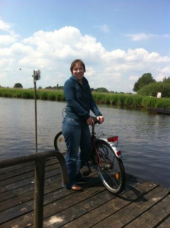 Carolin während einer Radtour durchs Bremer Blockland