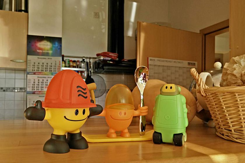 Eierbecher, Salzstreuer und Eierkocher von WMF in der Kinderserie